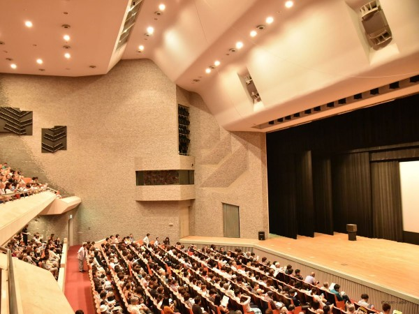 足利市民プラザ 文化ホールがほぼ満席