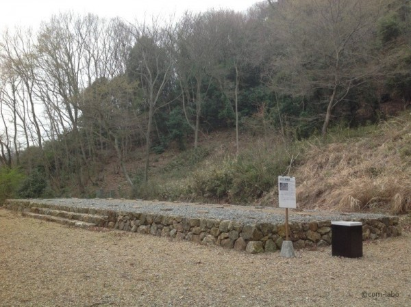 足利氏歴代の墓所の基壇が出土。約900年前の地方名士の足あととも言える