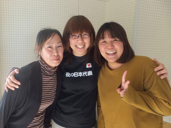 写真中央がサークル発起人の橋本千鶴さん、2代目代表の土澤結香さん(右)と渡邊亜紀さん(左)