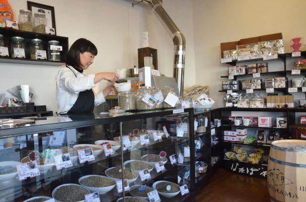 世界一高級なコーヒー豆「コピ・ルアク」も並ぶ「珈琲処 晴れ晴れ」