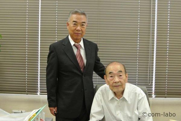 左:隆幸さん。右:俊夫さん。93歳の今も毎日出社しています。