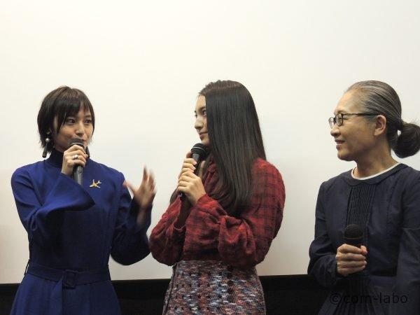 左から主演の荻原みのりさん、久保田紗友さん、準主役のもたいまさこさん、