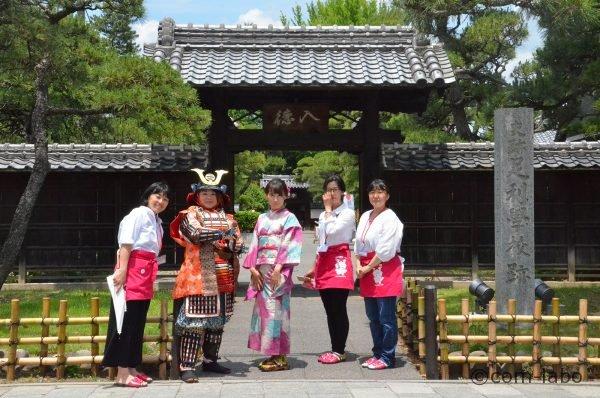 木村さんとスタッフのみなさん。着物が本当に大好きという木村さん(一番右)