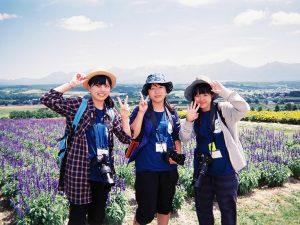 左から2年の谷村思乃(ことの)さん、栗原詩友(しゆう)さん、キャプテンの清水羅良さん