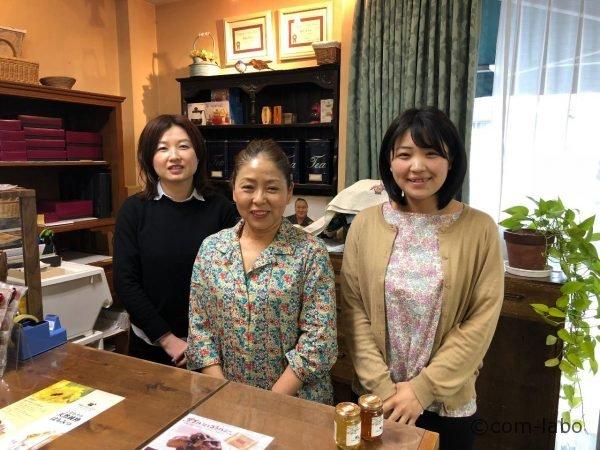 (右から)スタッフの阿部美咲さん、川田真理子さん、開発者の木村怜子さん
