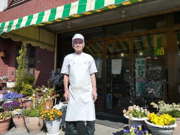 石井製パン所外観と、店主の石井重夫(いしい しげお)さん